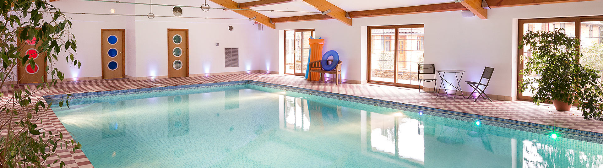 Holiday cottages with indoor pools classic cottages - Holiday lodges with swimming pools ...