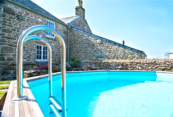Dog friendly holiday cottages with a pool