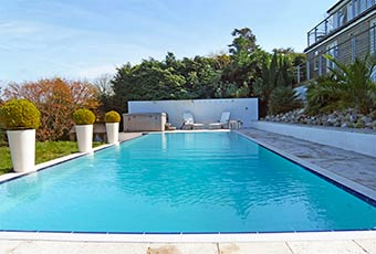 Holiday cottage with a swimming pool in Cornwall