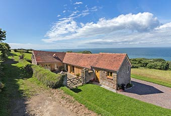 Gorgeous holiday cottage with sea views over the coast
