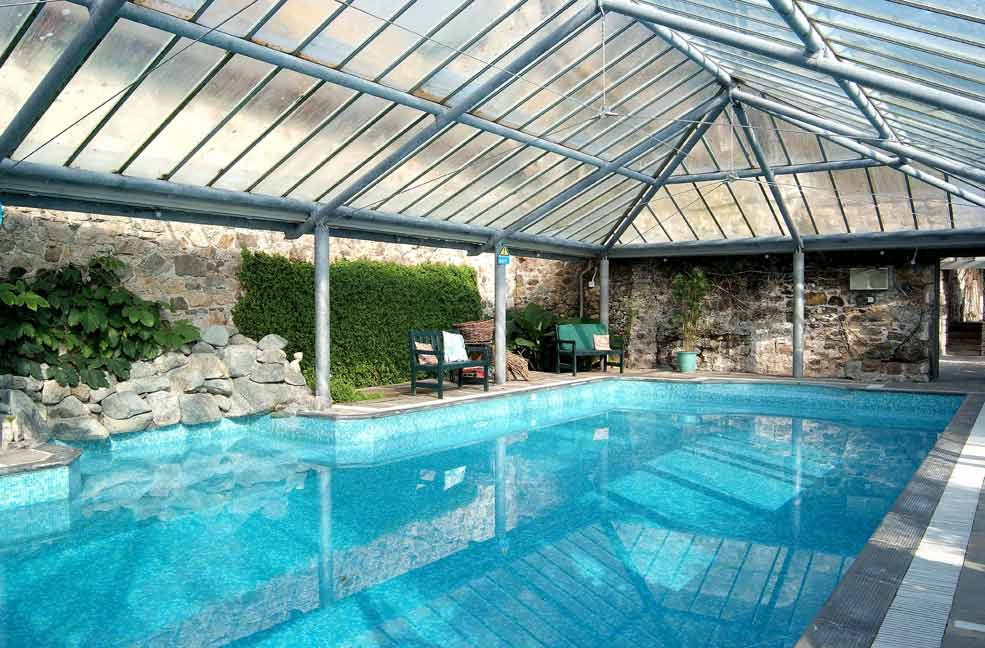 Large cornwall holiday cottages for groups for Holiday cottages with swimming pools uk