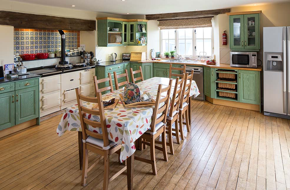 Aveton Farmhouse has plenty of room for Christmas dinner and an Aga for cooking.