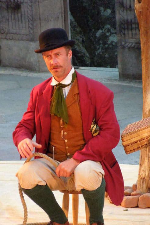 Pozzo played by Ben Dyson