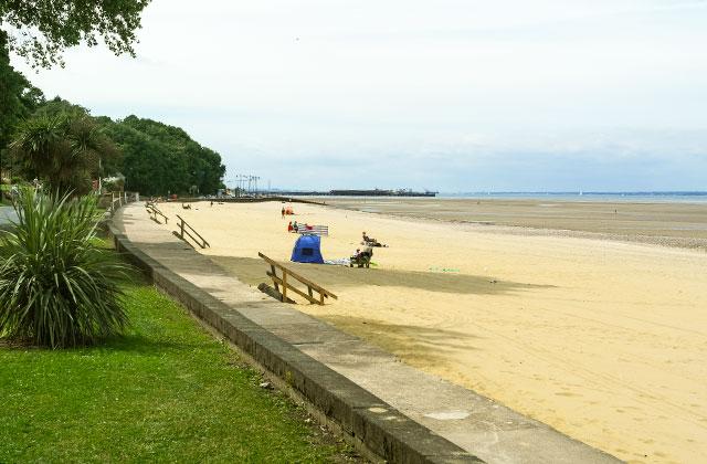 The promenade at Ryde Beach.