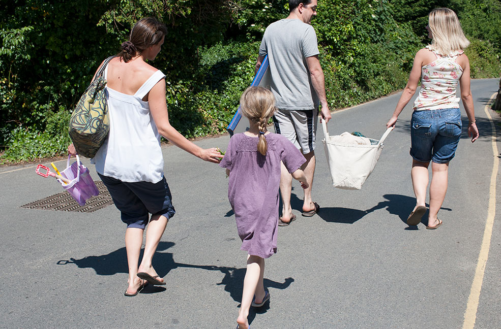 Pack up a tubtrug and carry it together along the romantic countryside lanes.