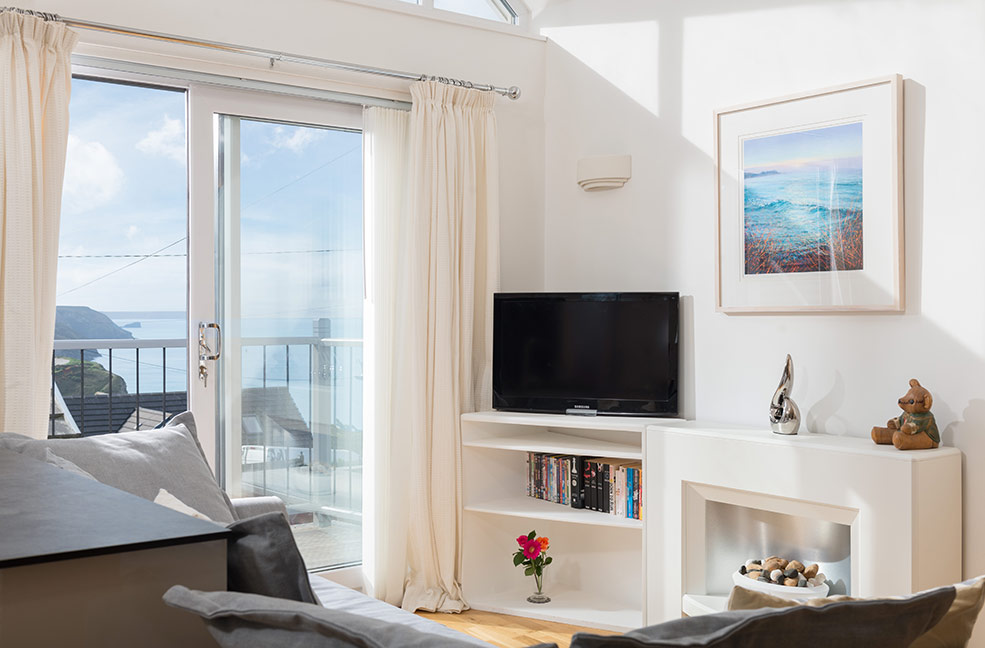 A lush hideaway for lovebirds. You can see the sea from the mezzanine bedroom.