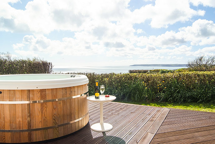 Hot tub and sea views, yes please! Sea Garden House in Cornwall is lush.