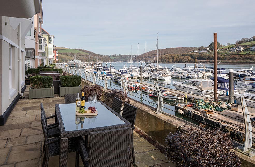 5 Dart Marina overlooks the River Dart and is just a 10 minute walk from the middle of Dartmouth.