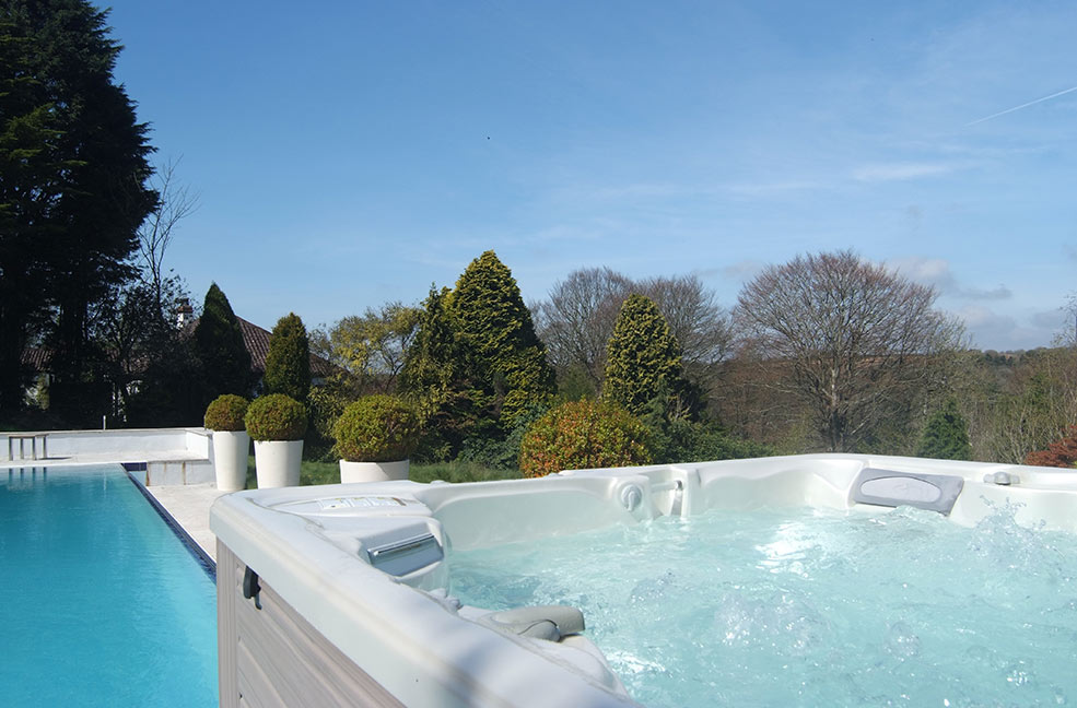 Easter cottages with hot tubs