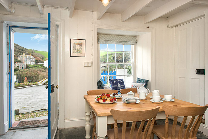 A pretty traditional Cornish cottage in the heart of Port Isaac.