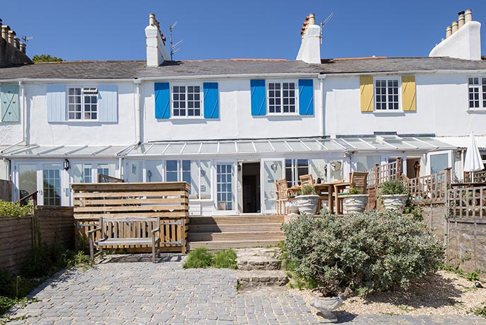 This Grade II listed building is just yards from the Lyme Regis Cobb.