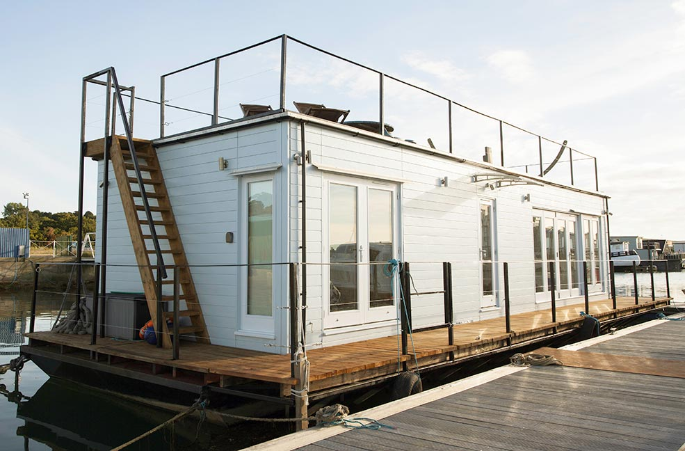 Vida floating home is a luxurious eco holiday home bobbing around in Bembridge harbour on the Isle of Wight.
