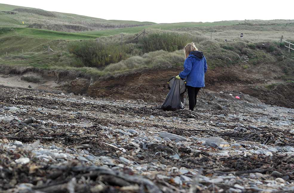 Cleaning our beaches doesn't have to be a big job, just set aside a minute or two at the end of your beach day or walk to pick up some rubbish.
