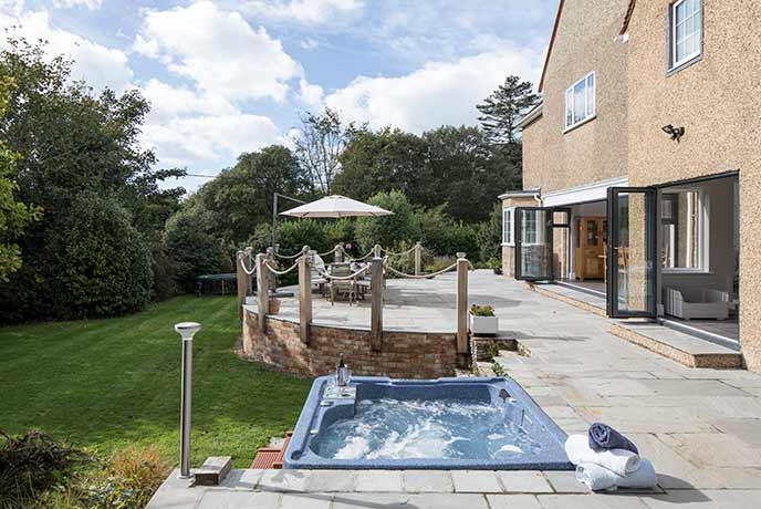 Treat yourself to a hot tub holiday in the heart of Hampshire.