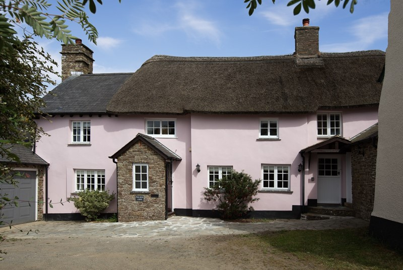 A family-sized thatched cottage in Devon for up to six people.