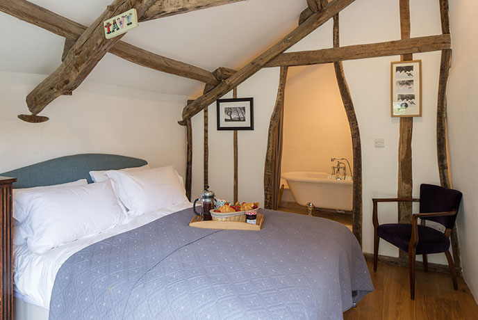 Peak through the beams and find your en-suite bathroom at Giles Cottage.