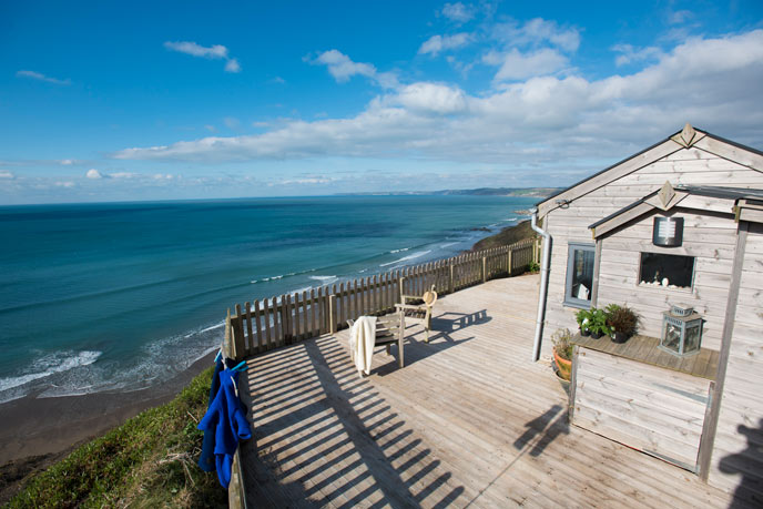 Rockwater cabin overlooking the beach in Cornwall