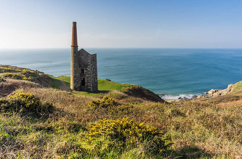 The old engine houses along the coast remind us of Cornwall's rich mining history. This engine house can be found at Rinsey.