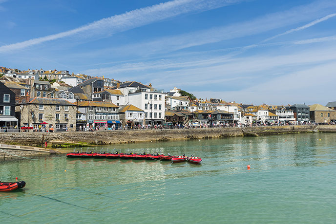 The town of St Ives overlooks a sheltered harbour.