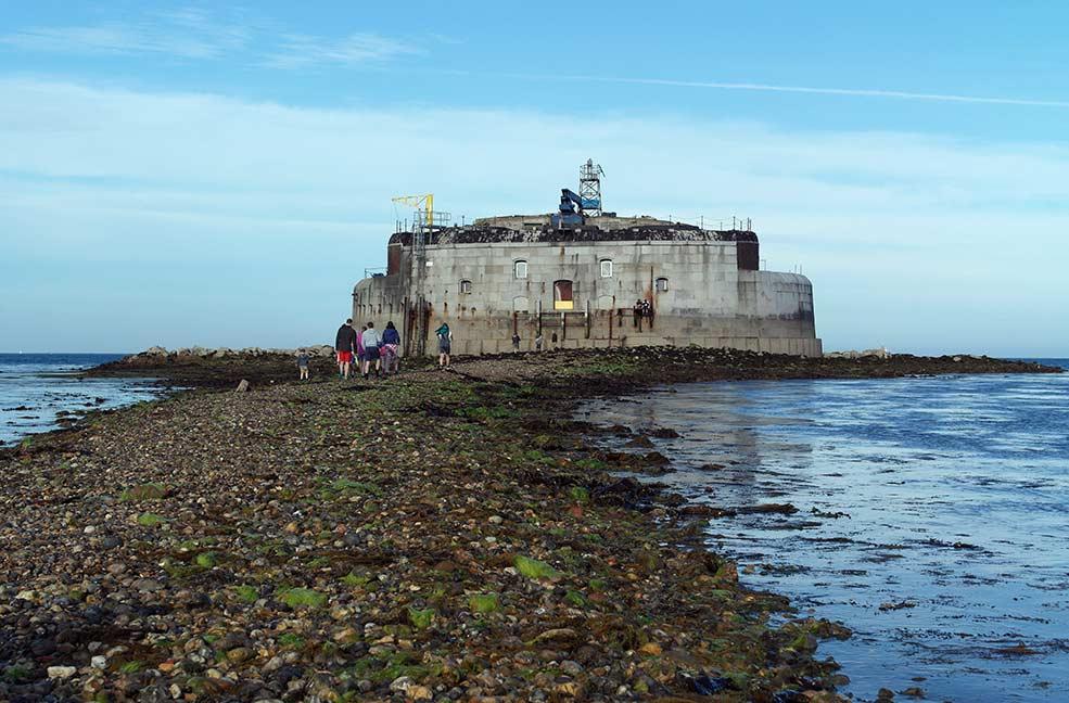 Spring tide walk to St Helens Fort