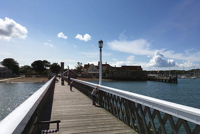 The pretty pier at Yarmouth looks out over the Channel.