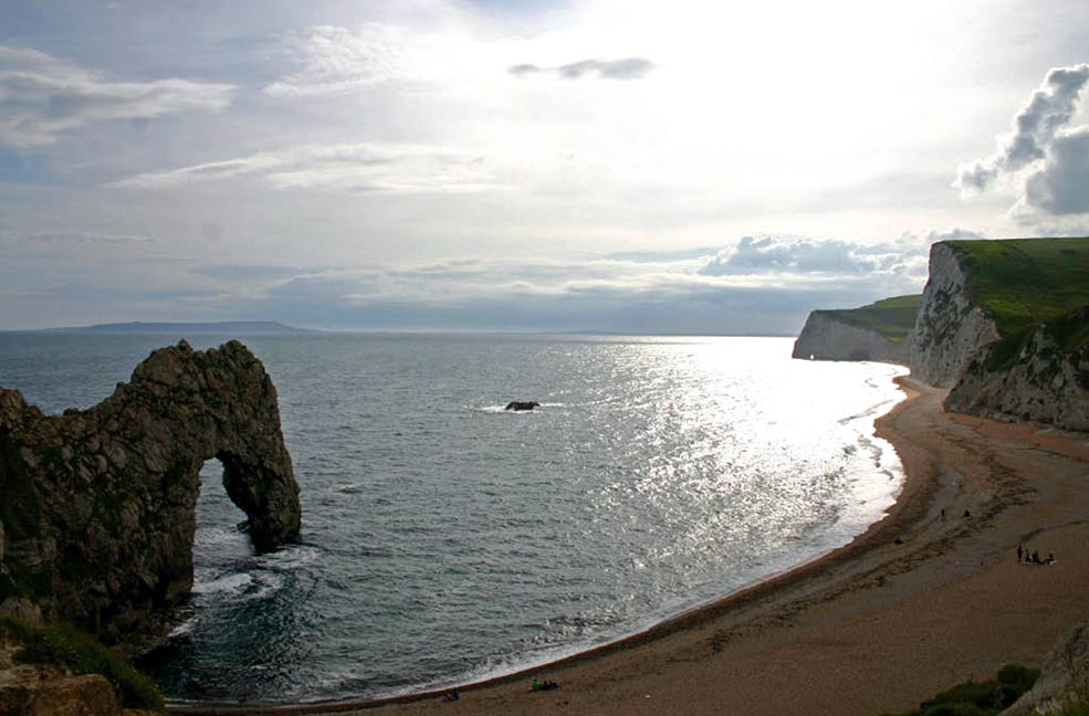 The coast between Lulworth and Durdle Door