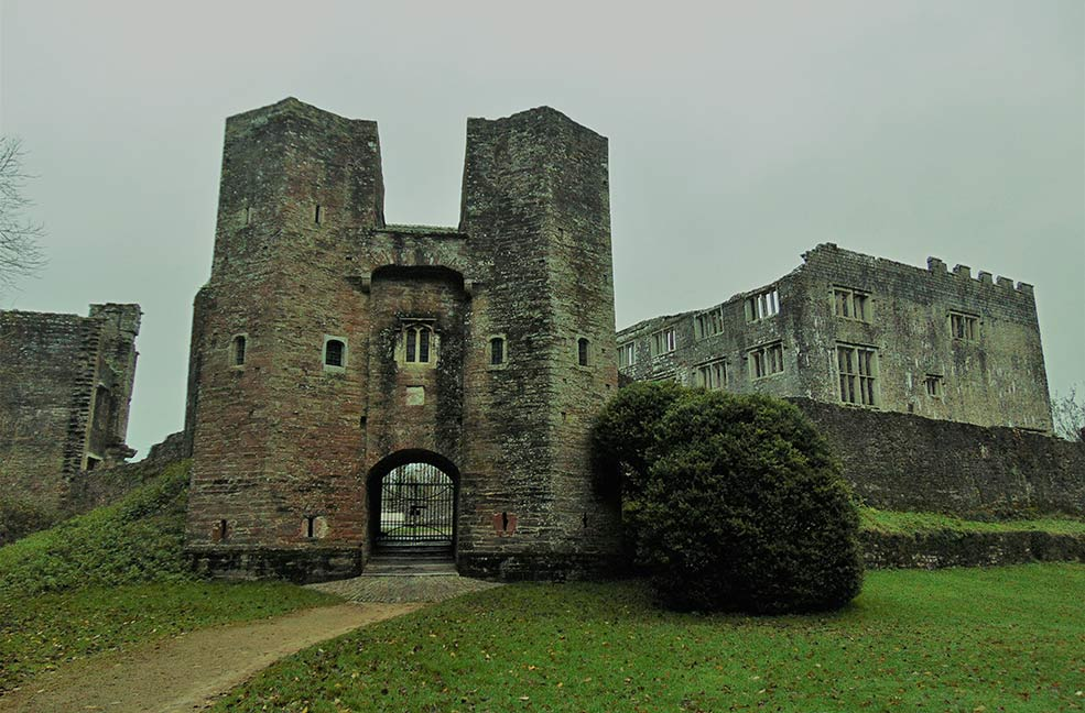 Ghost hunting haunted places in south Devon