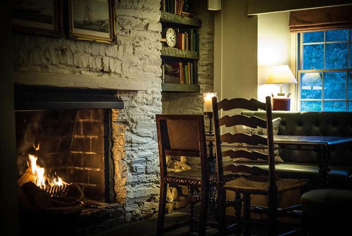 Cosy Ship Inn pub in Cornwall